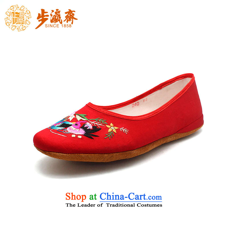The Chinese old step-young of Ramadan Old Beijing mesh upper hand bottom thousands of embroidered mother Lady's temperament shoes Red 40