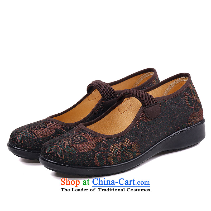 The Thai women shoes and source of Old Beijing mesh upper mother shoe retro national Wind FlowerSpring and Autumn 2015 shoes rust New Word older buckles with a flat bottom leisure breathable coffee-colored BD268-14324 35
