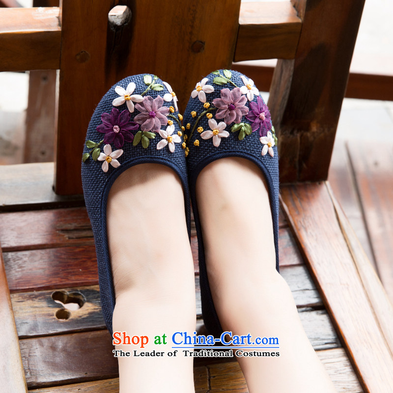Chung Pavilion Old Beijing embroidered shoes beef tendon base flat with mother shoes, casual women shoes click the bottom pads reap pregnant women reap shoes deodorants plus lint-free linen shoes A-503 Blue38