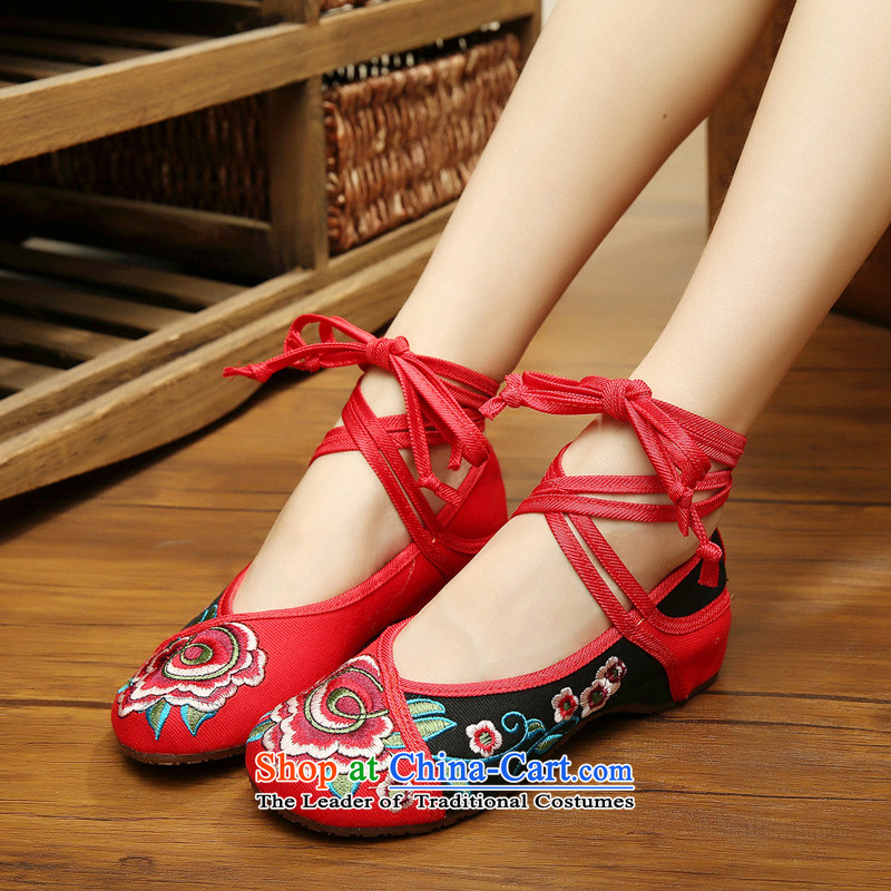 Mesh upper with old Beijing embroidered shoes, low rise dancing shoes with a cross-sponge linen sockliner then embroidered shoes mesh upper end of beef tendon women shoes in red and black spell 37