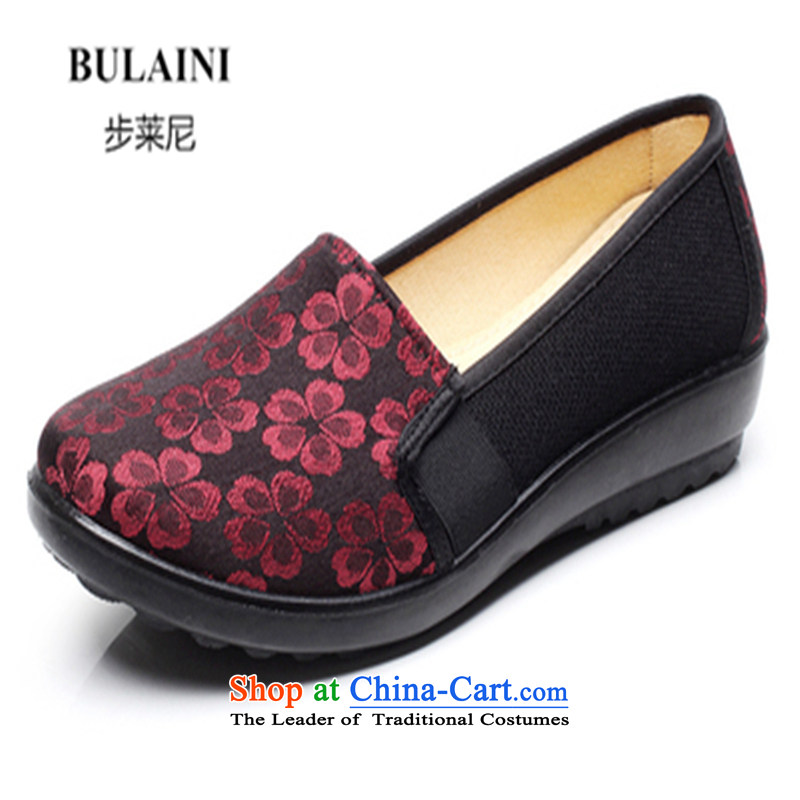 Step-by-step approach ofOld Beijing 2015 mesh upper for women through the spring and fall flat with mother shoe soft bottoms of older persons in the womens single embroidered shoes, Grandma shoes Red36