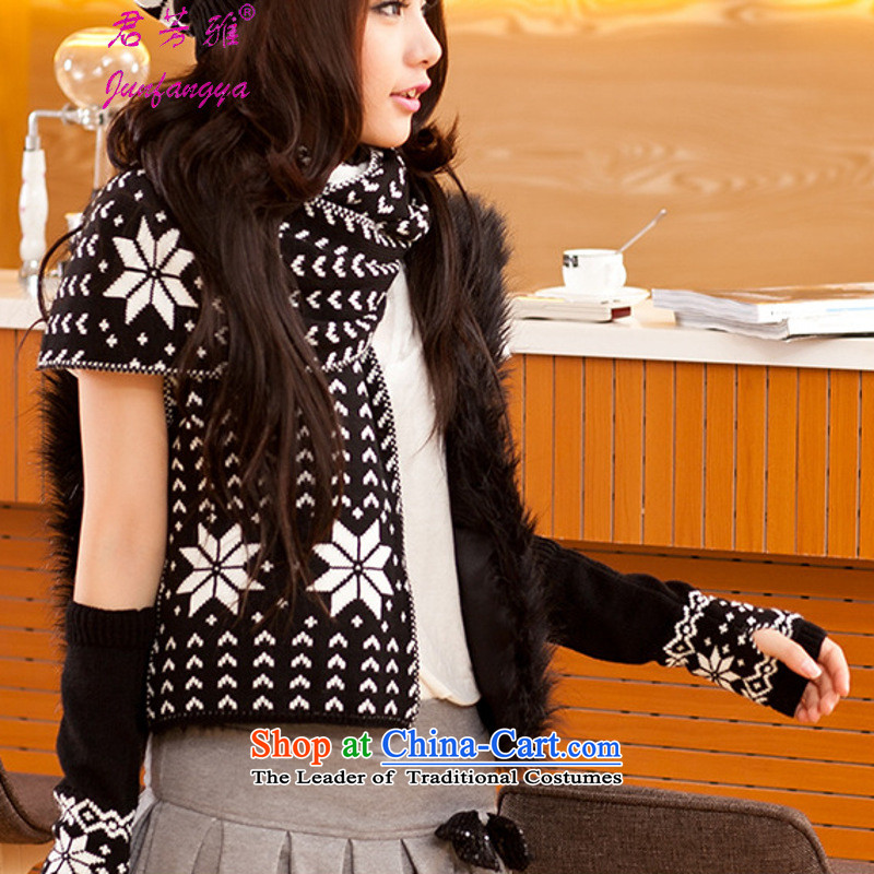 Kwan Fong Nga Korean female couple of autumn and winter snowflakes Knitting scarves knitted hats pattern gloves three piece black