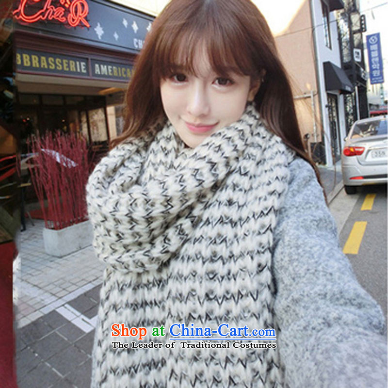 Hundreds of dumping city won her Knitting scarves female winter edition Thick Long Knitting scarves Korea winter couples male students a warm white on black line m