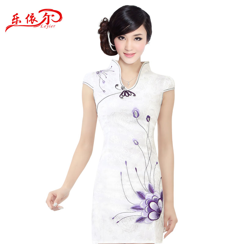 In accordance with the American-branded 2015 Summer embroidered short sleeves cheongsam retro landscapes modified Sau San cheongsam dress female White?XXL