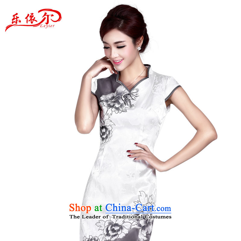 In accordance with the American's summer lady's skirt female embroidery cheongsam will improve short of qipao qipao daily retro qipao Sau San LYE8803 White XXL