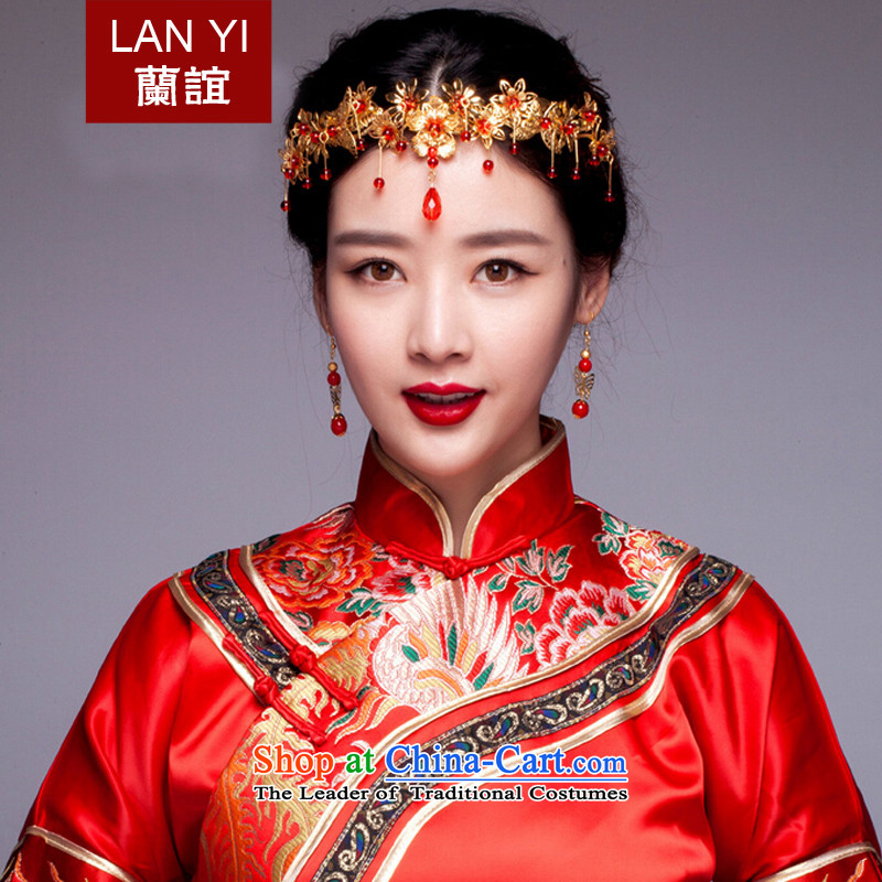 The Friends of the bride and the Chinese of the ancient red dragon costume jewelry use hair decorations serving classic qipao Sau Wo dresses and ornaments of classical decoration