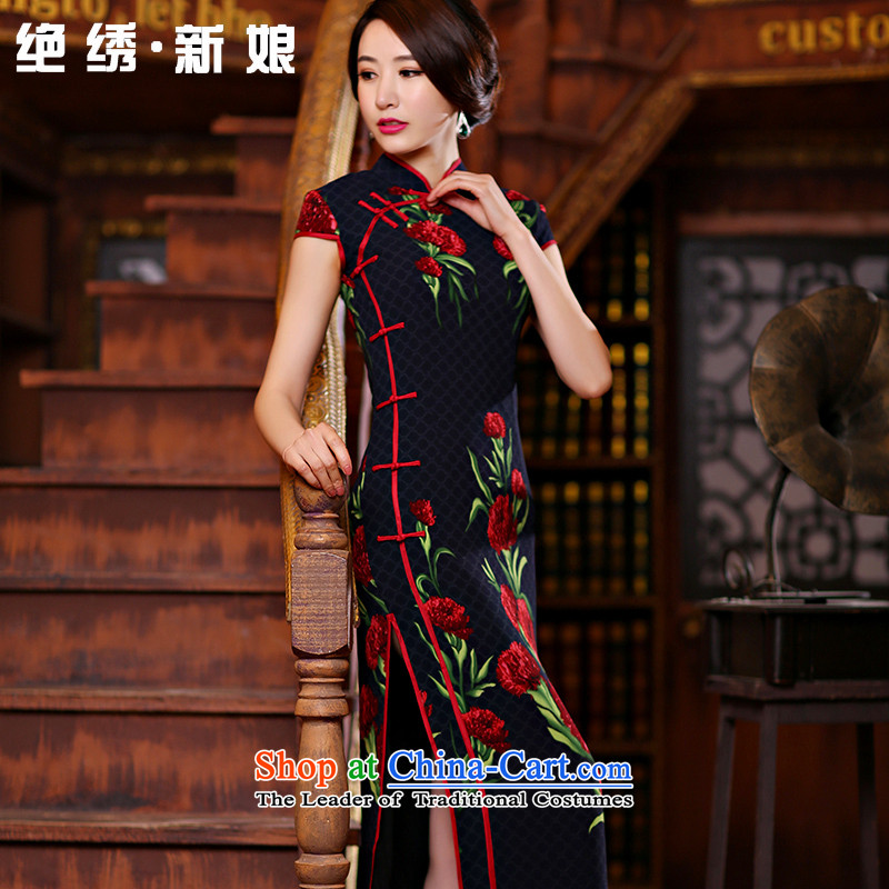 There is a new?spring 2015 embroidered new cheongsam dress improved stylish 7 cuff retro long qipao?QP1005 S