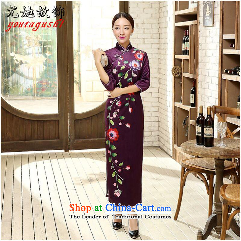 The spring and fall embroidered Madame Figure Color�L Cheongsam
