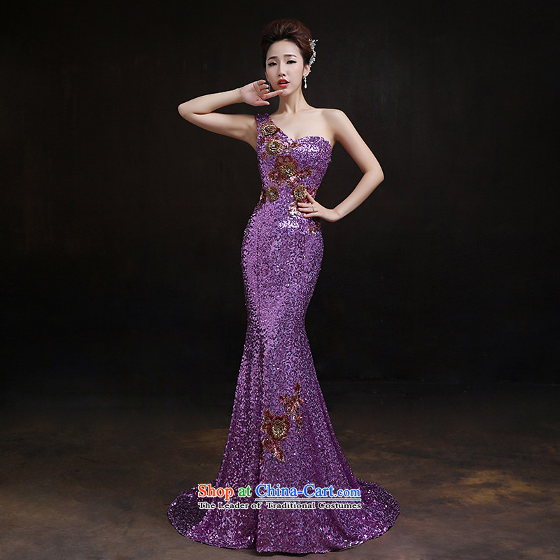 According to Lin Sha original single-chip on the shoulder tail evening dresses new marriages bows Services Services Sau San performance and stylish crowsfoot services under the auspices of S