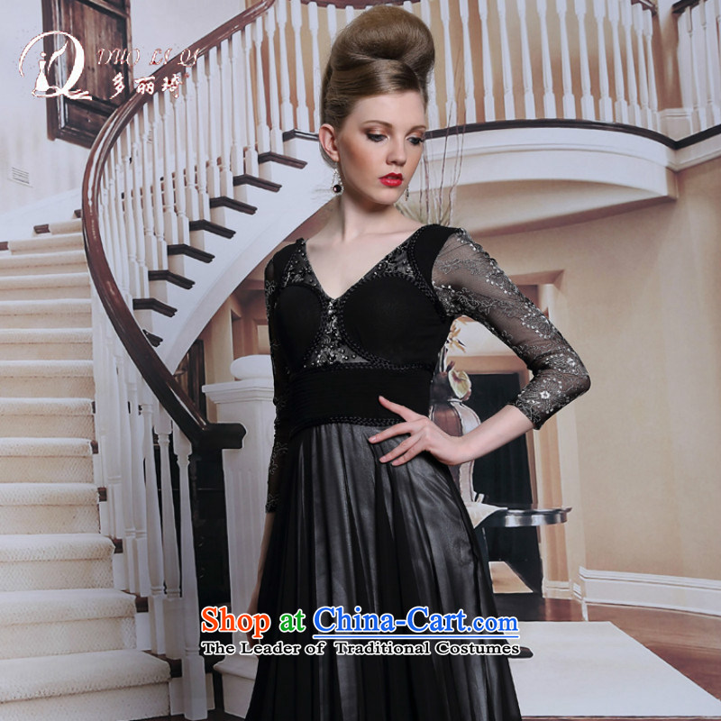 Doris Qi in stamp-sleeved black dress adult mother replacing western evening dress black聽M