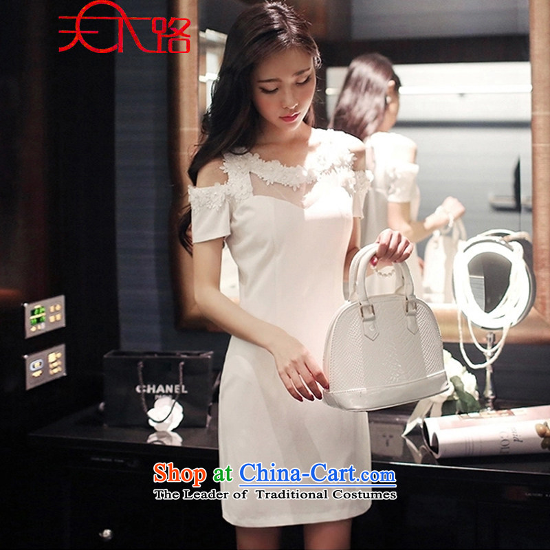 Summer 2015 Road female Korean three-dimensional flowers and sexy bare shoulders package and short skirts Sau San dresses dress skirt white L